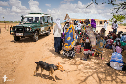 Patients arrive at a LCMS Mercy Medical Team clinic on Monday, June 20, 2016, in Nataparkakono, a village in Turkana, Kenya. LCMS Communications/Erik M. Lunsford