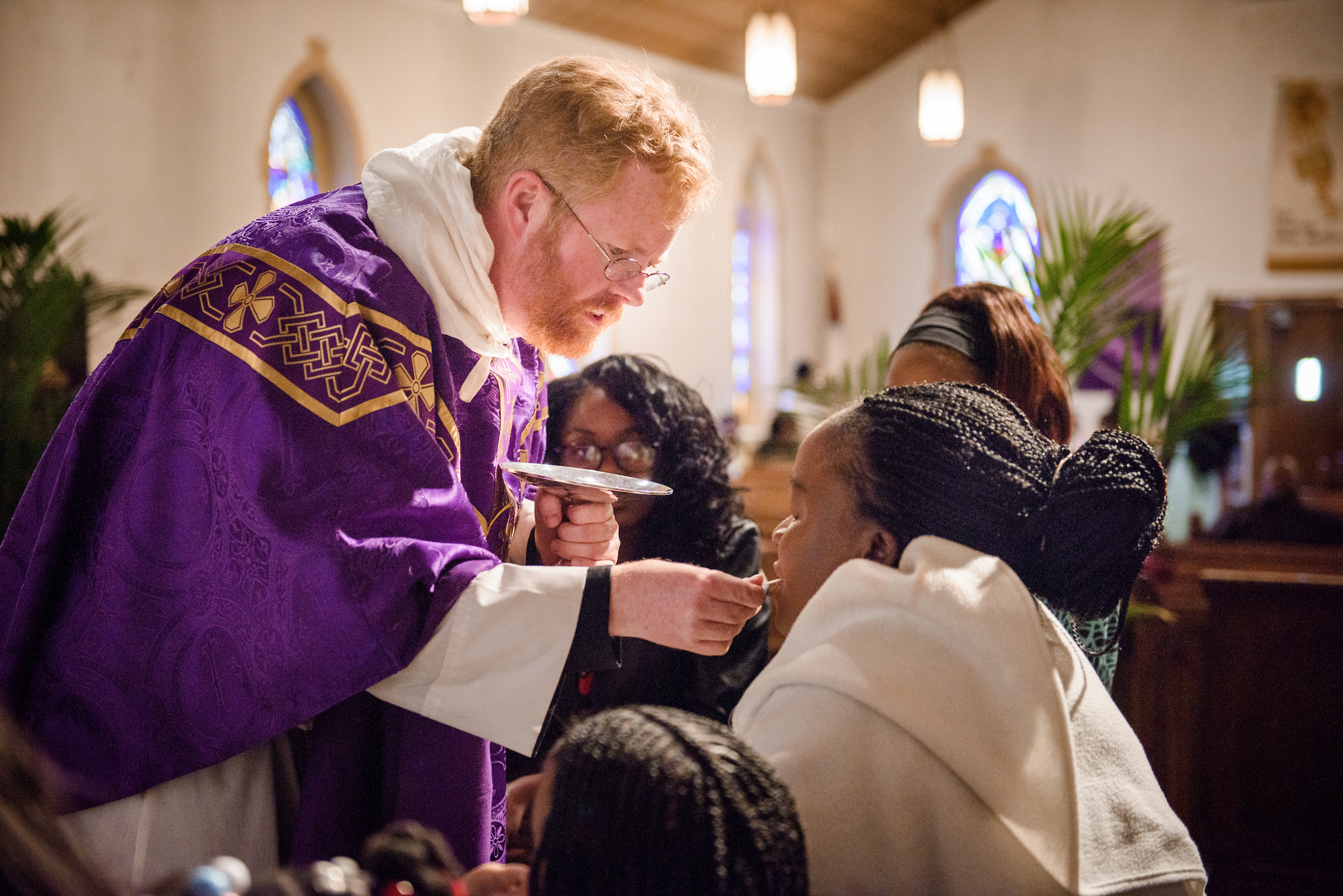The Rev. Roy Axel Coats, pastor of Lutheran Church of the Redeemer, Baltimore, distributes the Sacrament on Palm Sunday, March 25, 2018. LCMS Communications/Erik M. Lunsford